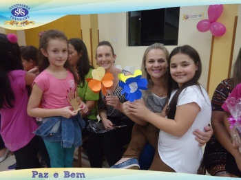 Homenagem às Mães - 2º ano 2 e 2º ano 4 / NB Profª Priscila e Profª Daniela