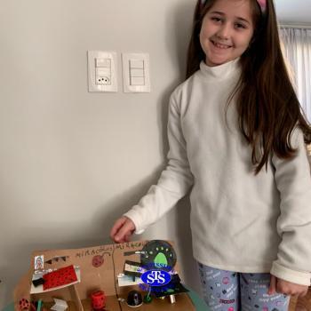 Brinquedos com materiais recicláveis